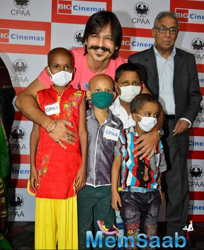 Vivek Oberoi Posed With Cancer Kids At An Ashram On His 33rd Birthday