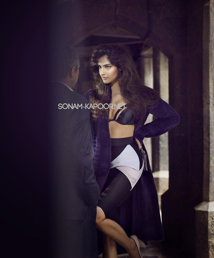 Sonam Kapoor Expose Her Sexy Body For Vogue September 2014 Issue In This Outfit