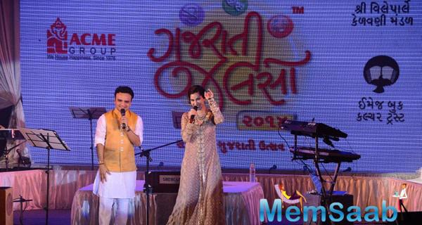 Sophie Choudry In Sana Safinaz Performs At Gujarati Jalso Concert
