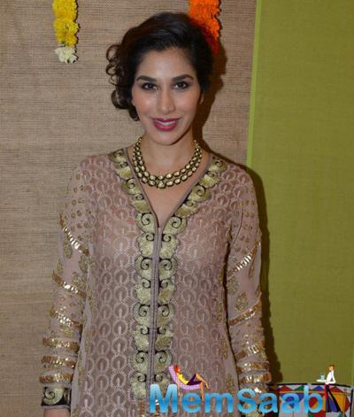 Sophie Choudry Spotted At Gujarati For Gujarati Jalso Concert