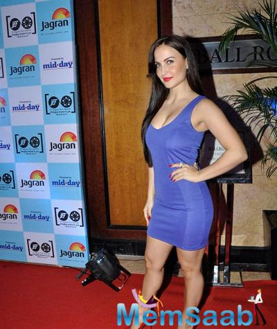 Elli Avram Strikes A Sexy Pose In Blue Body Con Stunning Outfit At Jagran Film Festival