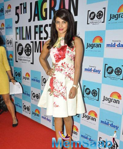 Priyanka Chopra Spotted At Jagran Film Festival 2014 With Cute Stunning Look