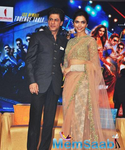 Shahrukh And Deepika Strikes A Pose For Shutterbug Of Happy New Year Music Launch
