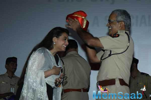 Mardaani Rani Mukerji Gets A Standing Ovation By Police Officers
