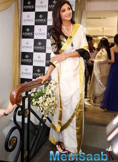 Shilpa Shetty At Jewellary Showroom Inauguration In New Delhi