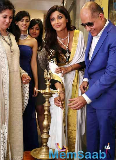 Shilpa Shetty Light The Lamps  To Inaugurate A Jewellery Showroom In New Delhi
