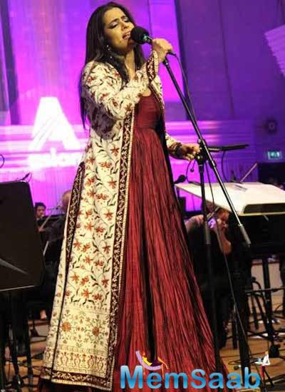 Sona Mohapatra Latest First Stage Look Performance Still With BBC Philharmonic