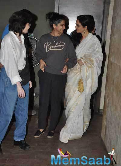 Rekha Is Impressed With Rhea At The Screening Of Movie Khoobsurat