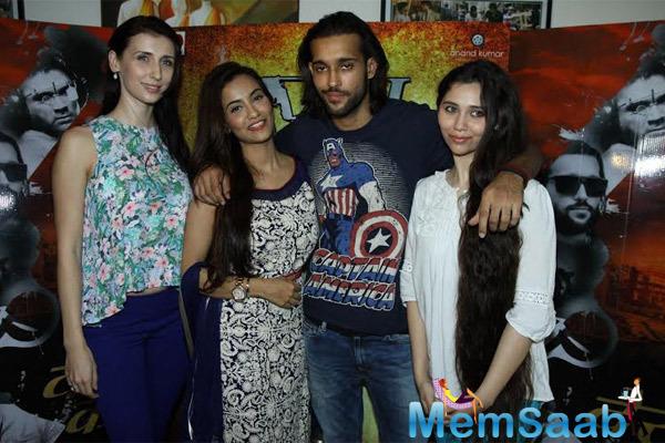Claudia Ciesla,Tia Bajpai,Akhil Kapur And Sasha Agha Cool Pose At The Press Meet Of Desi Kattey Movie