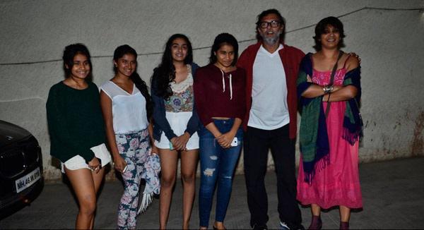 Rakeysh Omprakash Mehra With Girls At The Special Screening Of Khoobsurat