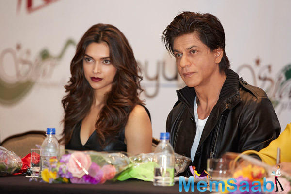 SRK And Dippy Accompanied By The Rest Of The Happy New Year Star Cast At The Press Conference Of Houston