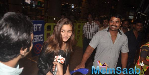 Alia Bhatt Clicked By Photogs And Also Interviewed By Media