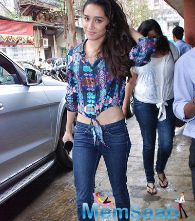 Shraddha Looks Sizzling In This Outfit During Haider Promotion At Red FM 93.5