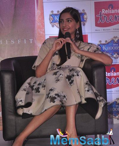 Sonam Kapoor Press Meet For Khoobsurat Promotion At Reliance Trends