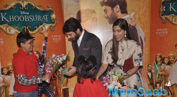 Fawad Khan And Sonam Kapoor Welcomed By Kids With Bouquet During The Screening Of Khoobsurat