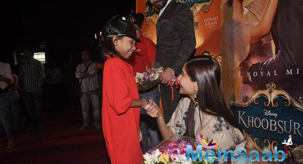 Sonam Kapoor Cool With A Kid At The Screening Of Khoobsurat For Kids