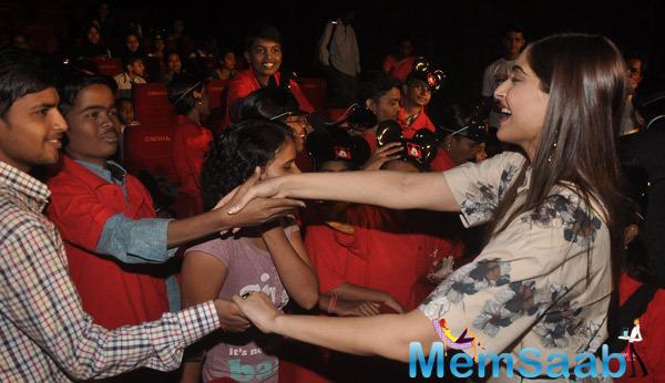 Sonam Kapoor Shaked Her Hands To The Kids During The Screening Of Khoobsurat