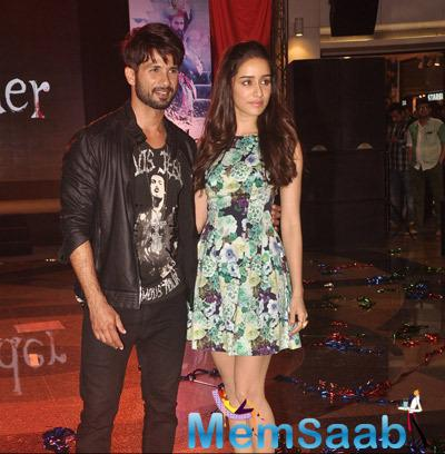 Shahid Kapoor And Shraddha Kapoor Poses For The Media At Haider Song Launch