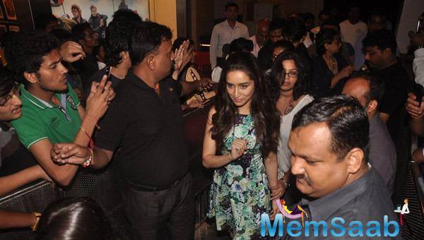 Shraddha Kapoor Arrived At The Flash Mob During The Launch Of Haider Movie Song