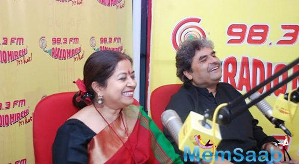 Rekha Bhardwaj And Vishal Bhardwaj Cool Laugh At 98.3 Radio Mirchi Studio