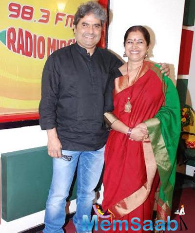 Vishal Bhardwaj With Wife Rekha Bhardwaj Poses For The Media At Radio Mirchi Studio
