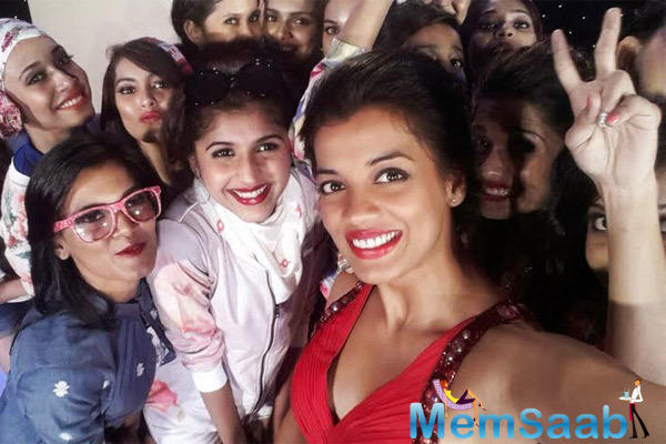 Contestants Of Femina Style Diva 2014 Take A Selfie With Actress Mugdha Godse