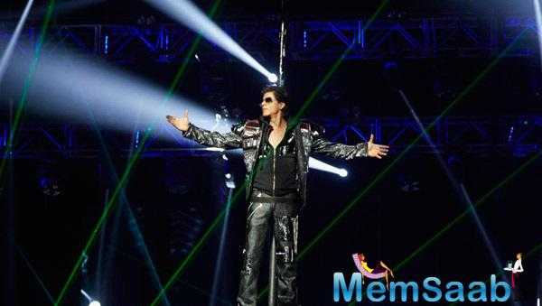 A Rocking Performance By Shahrukh Khan At SLAM ! The Tour