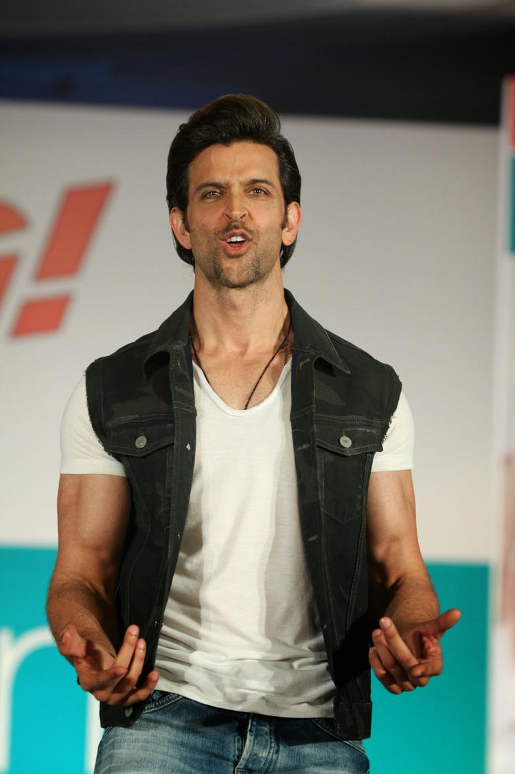 Hrithik Entertained The Audience At Bang Bang Pantaloons Collections Launch