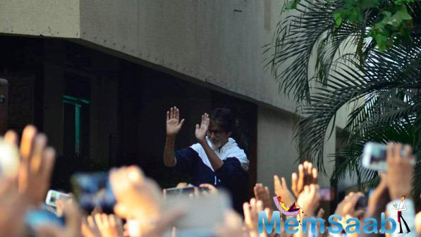 Big B Greets To His Fans Gathered Outside His Juhu Residence