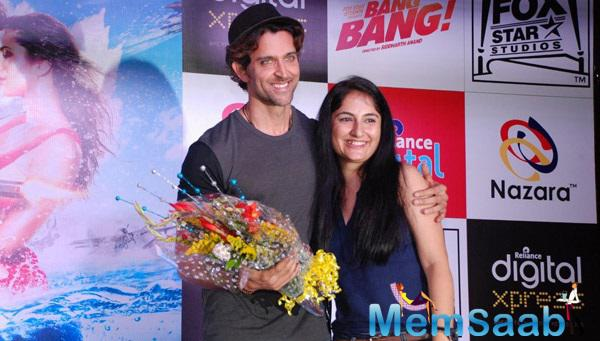 Hrithik Roshan Poses With A Fan During The Promotion Of His Movie Bang Bang