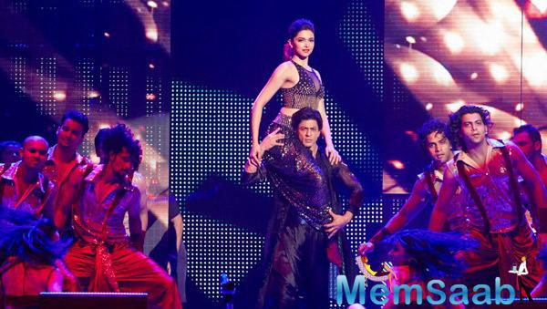 Deepika Padukone And King Khan Action Pose On The Stage At Their Promotion Venture SLAM In Washington
