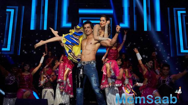 Sonu Sood And Malaika Arora Khan Danced On Munni Badnaam Hui Song At Promotion Venture SLAM In Washington
