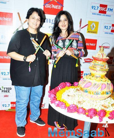 Falguni And Amy Pose During The 92.7 Big FM To Talk About The Dandiya Season