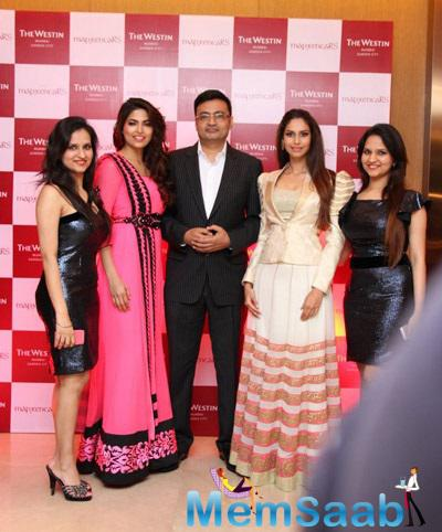 Parvathy Omanakuttan Posing With A Group At Coctail Bash