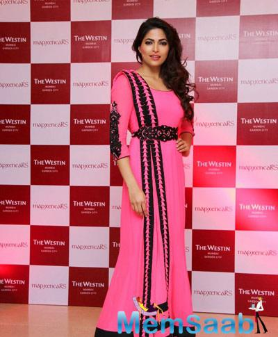 Parvathy Omanakuttan Posing For Shutterbug At Coctail Bash