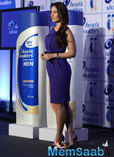 Stunning Kareena Kapoor Pose During The Launch Of Head And Shoulders Shampoo