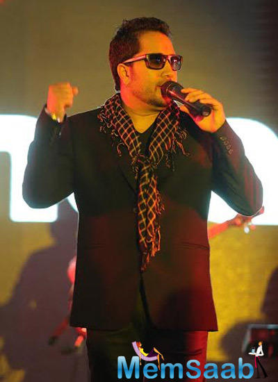 Bollywood Singer Mika Singh Stylish Look On The Stage During The Bindass 7th Anniversary