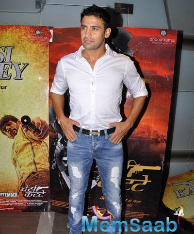 Late Night Sangram Singh Snapped At Special Screening Of Desi Kattey