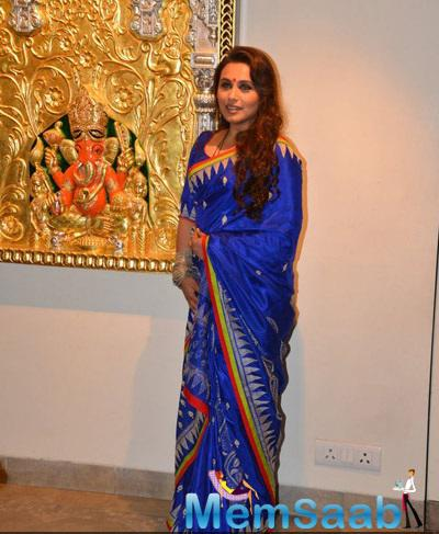 Rani Mukerji Deep Rich Blue Looked Great In Her Saree At Suvigya's Art Exhibition