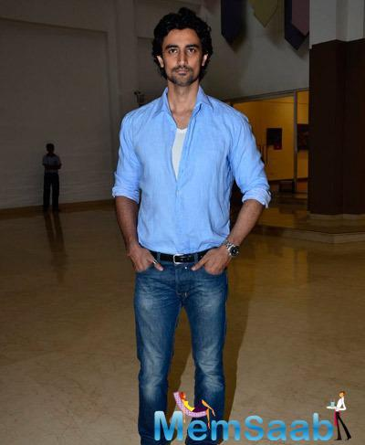 Kunal Kapoor Posed For The Media During Giving Back NGO India 2014 Event