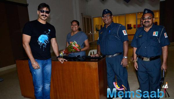 Vivek Oberoi Posed For Camera At Giving Back NGO India 2014 Event