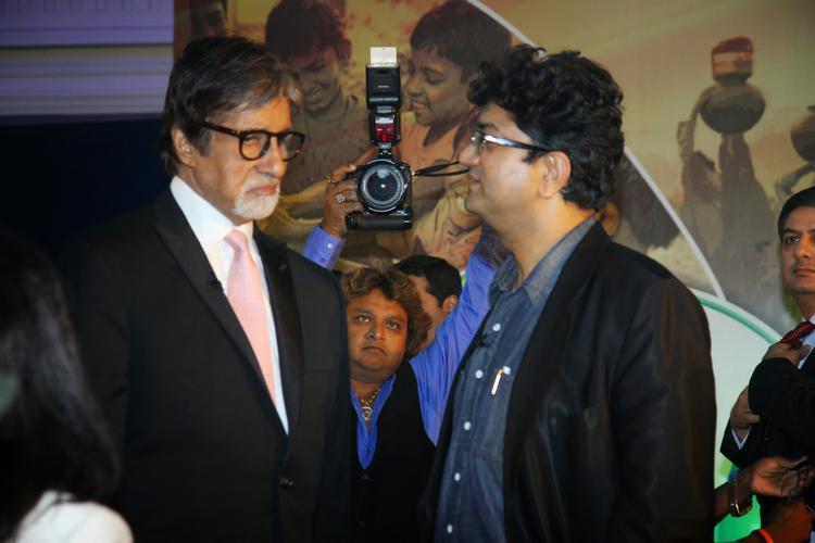 Amitabh Bachchan And Prasoon Joshi Deep Conversation During The Launch Of Dettol Banega Swachh India