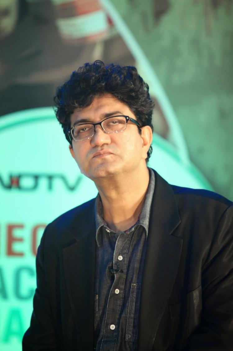 Prasoon Joshi Attend The Launch Of Dettol Banega Swachh India 2014 Event