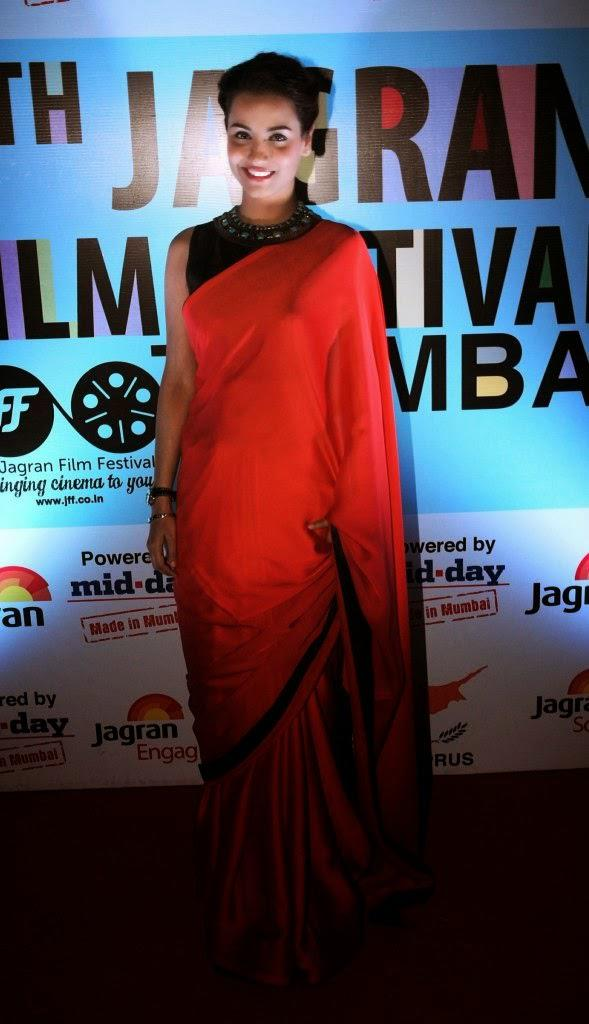 Tia Bajpai In Red Saree Gorgeous Look During 5th Jagran Film Festival Day 3