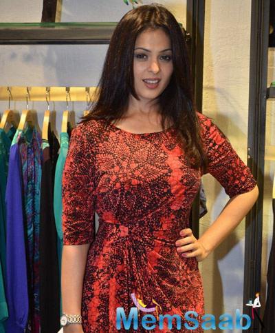 Anjana Sukhani Grace The Fashion Designer Ritu Kumar's Store Launch