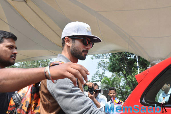 Shahid Kapoor Getting In To His Car At Mumbai International Airport