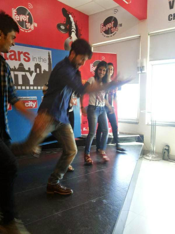 Shahid Kapoor Performs At Stars In The City During Haider Promotion