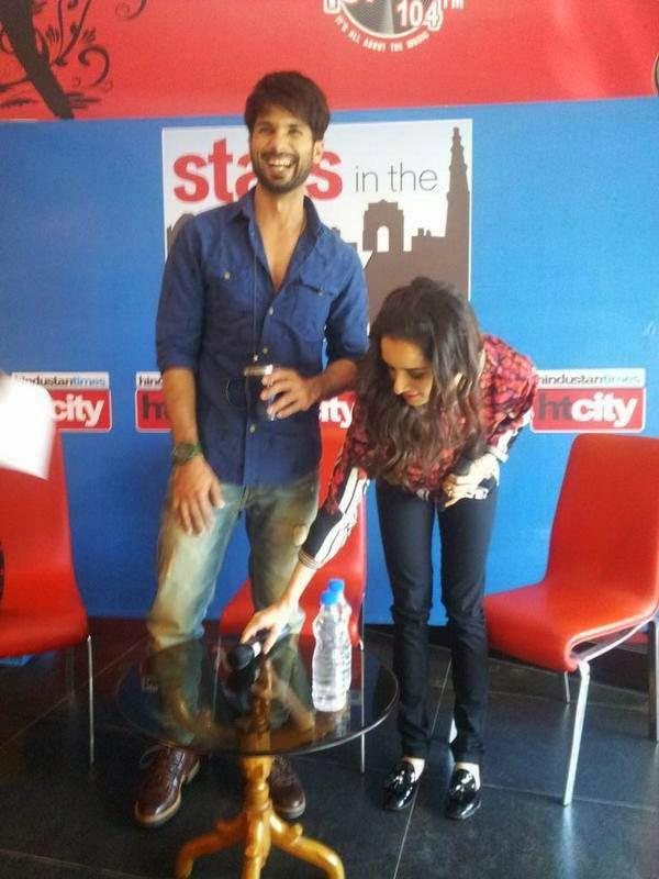 Shahid Kapoor Seen All Smiles At Stars In The City During Haider Promotion