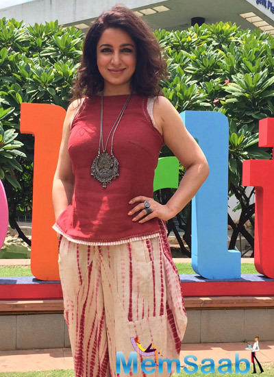 Tisca Chopra Posed For Media At The Bangalore Literature Festival