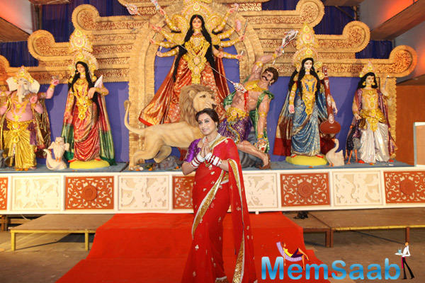 Rani Mukerji Seeking The Blessings Of Maa Durga During Durga Puja Celebration